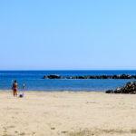La spiaggia libera di ponente in uno scatto di Michela Simoncini, 2014