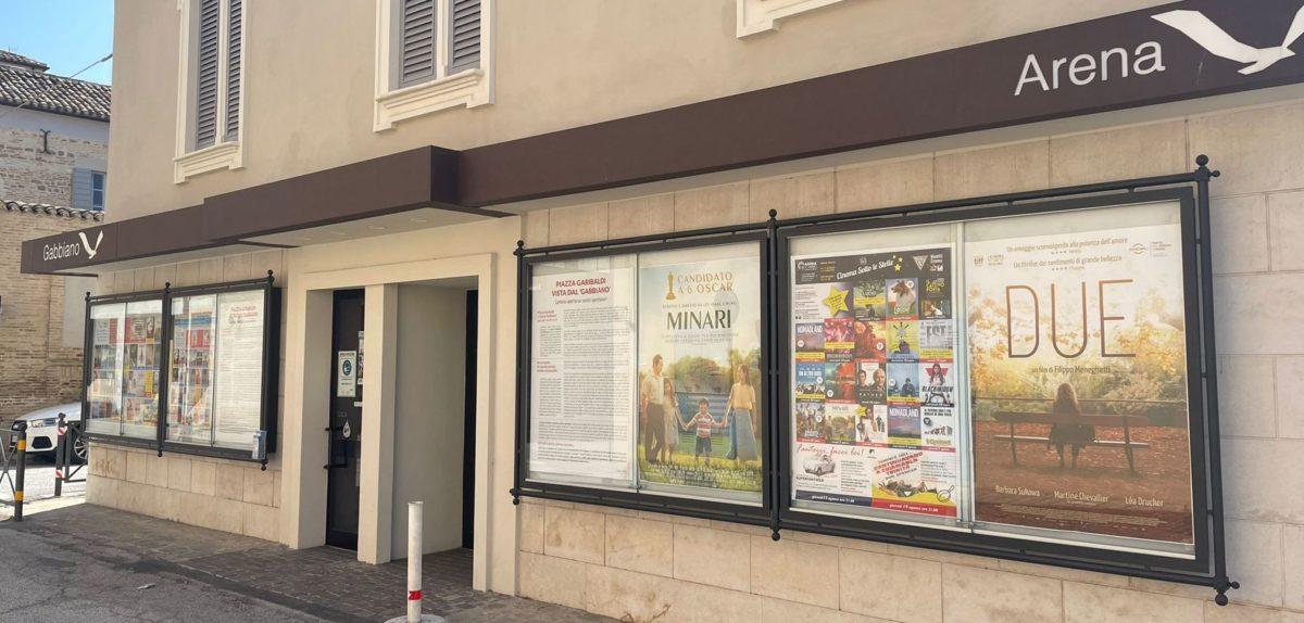L'ingresso del cinema Gabbiano di Senigallia